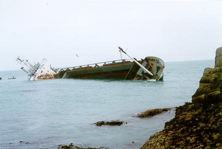 MV_Cita_wrecked_on_the_Isles_of_Scilly